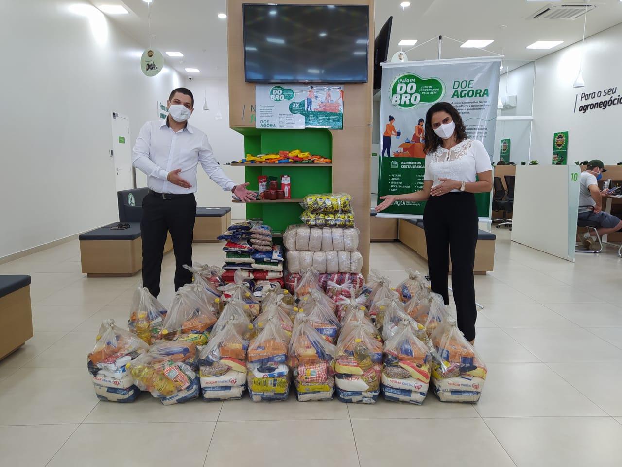 ACIP doa cestas básicas à Campanha União em Dobro, realizada pelo Sicredi